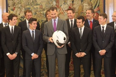 Foto: Felipe VI recibe a los hermanos Márquez, Rabat y Bou por sus títulos mundiales (CASA DE S.M. EL REY / BORJA FOTÓGRAFOS)