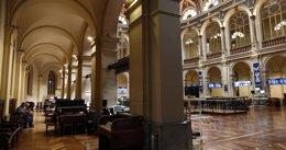 Foto: El Ibex abre con un repunte del 0,1% y busca asentarse en los 10.200 puntos (EUROPA PRESS)