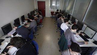40 cursos universitaris en línia gratuits per fer el novembre i desembre