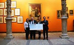 Foto: Ibercaja entrega la ayuda solidaria de la carrera popular 'Por la integración' (IBERCAJA)