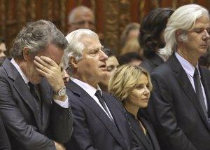 Foto: Alfonso Díez y los hijos de la Duquesa, unidos en su dolor (RAUL TERREL)