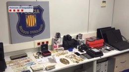 Foto: Detenidos tres ladrones que se llevaron 60.000 euros de un piso (MOSSOS D'ESQUADRA)