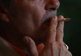 Foto: Unos 244.000 asturianos mayores de 15 años fuman a diario (EUROPA PRESS)