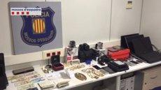 Foto: Successos.- Detinguts tres lladres que van lligar una empleada i es van emportar 60.000 euros d'un pis (MOSSOS D'ESQUADRA)
