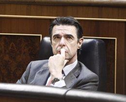 Foto: La Izquierda Plural exigirá el miércoles a Soria en el Congreso una auditoría del déficit de tarifa (EUROPA PRESS)