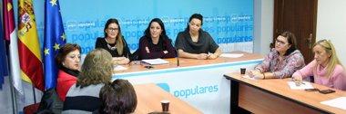 """Foto: PP: Cospedal es """"pionera"""" en la lucha contra la violencia de género (EUROPA PRESS/PP)"""