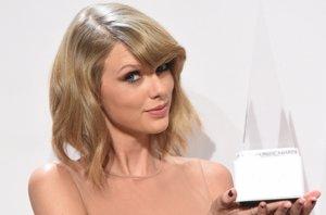 Foto: Taylor Swift y One Direction deslumbran en los American Music Awards 2014 (GETTY)