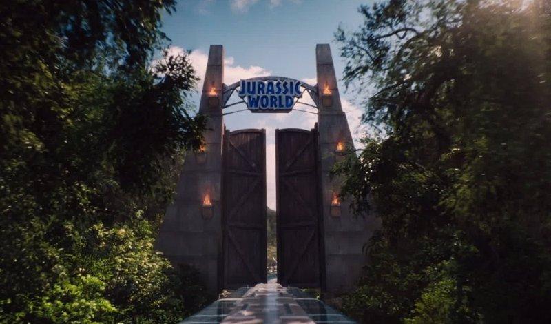 Primer teaser tr iler de jurassic world el parque est for Puerta jurassic world