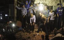 Buscan a supervivientes tras derrumbarse un edificio en El Cairo