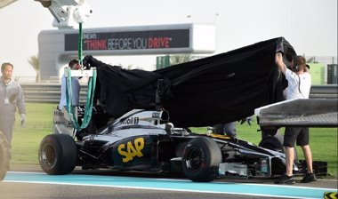 Foto: El nuevo McLaren-Honda abandona Abu Dhabi casi inédito (MCLAREN)