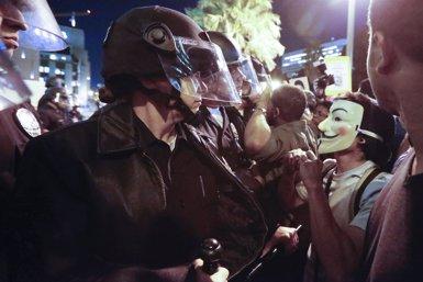Foto: 130 detinguts en les protestes pel cas Michael Brown (LUCY NICHOLSON / REUTERS)