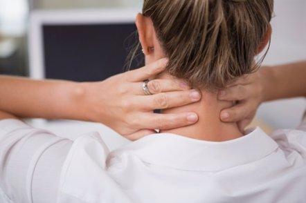 Foto: Cómo reducir molestias en cuello y hombros (GETTY//4774344SEAN)