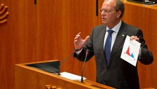 """Monago apunta """"llacunes"""" en l'acreditació de viatges parlamentaris"""