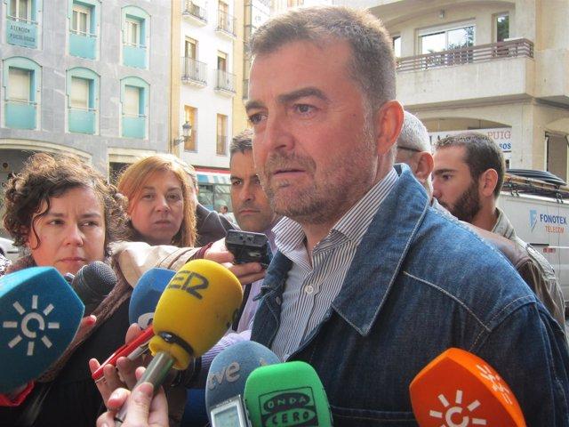 """Foto: Maíllo (IU) cree que """"el problema no es sólo Ana Mato"""" sino que la corrupción es """"estructural"""" en el PP"""