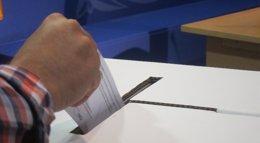 Foto: El Govern pide al CAC que valore sancionar a televisiones y radios que no emitieron anuncios del 9N (EUROPA PRESS)