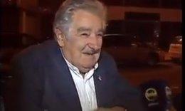 Foto: El Gobierno uruguayo recomienda no dar dinero a los indigentes tras el gesto de Mujica (YOUTUBE)