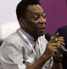 """Foto: Pelé presenta una """"mejora clínica"""" y continúa en la UCI (PAULO WHITAKER / REUTERS)"""