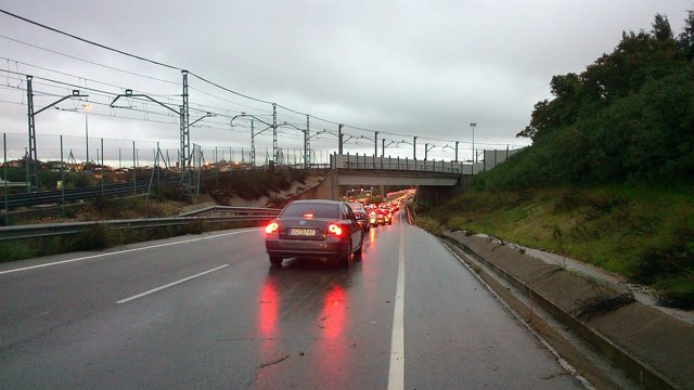 Foto: Retenciones en la SE-30 y las principales vías de acceso a Sevilla a cuenta de la lluvia