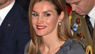 La reina Letícia s'apunta al 'rouge' labial