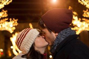 Foto: Te presentamos el decálogo perfecto para encontrar pareja esta Navidad (CORDON PRESS)
