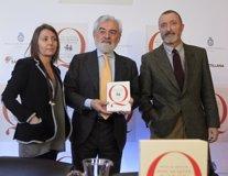 Darío Villanueva y Pérez-Reverte en la presentación del Quijote