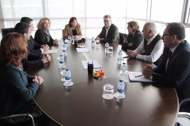 Foto: Alcaldes de l'Horta Sud entregan a Bonig una solicitud para tener transporte hasta la nueva Fe