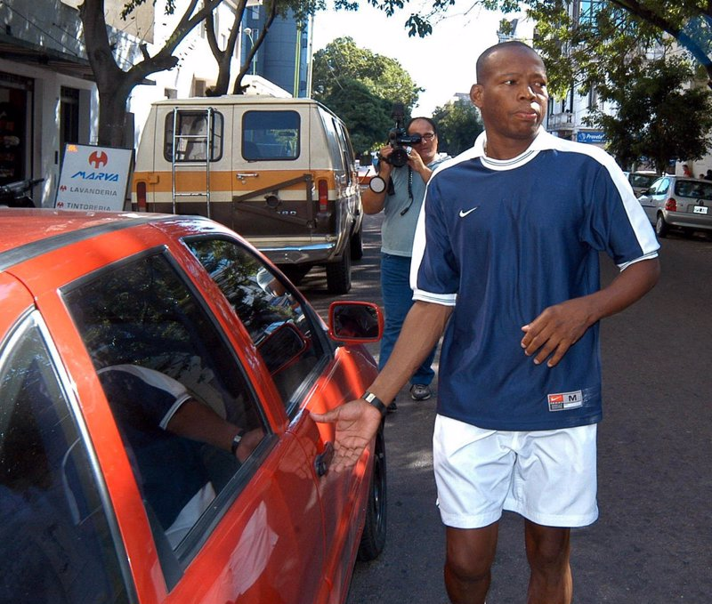 el ex delantero colombiano faustino asprilla amenazado