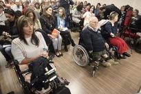 Foto: Afectados por la Talidomida se reúnen con el PSOE en el Congreso para pedir ayuda tras la sentencia de octubre (EUROPA PRESS)