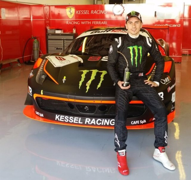 Foto: Lorenzo se sube este sábado a un Ferrari para competir en las 12 horas de resistencia de Abu Dabi