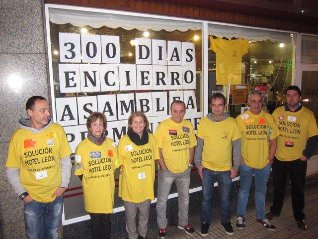Foto: Extrabajadores del hotel León cumplen 300 días de encierro con tres ofertas de compra en liza
