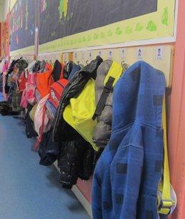Foto: El Govern regulará el uso de los móviles en escuelas e institutos el próximo curso (EUROPA PRESS)