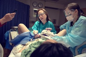 Foto: ¿Cuándo cortar el cordón umbilical? (FLICKR/GEORGE RUIZ)