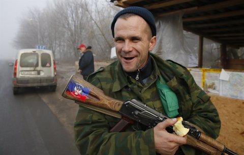 Un miliciano separatista de la región ucraniana de Donetsk