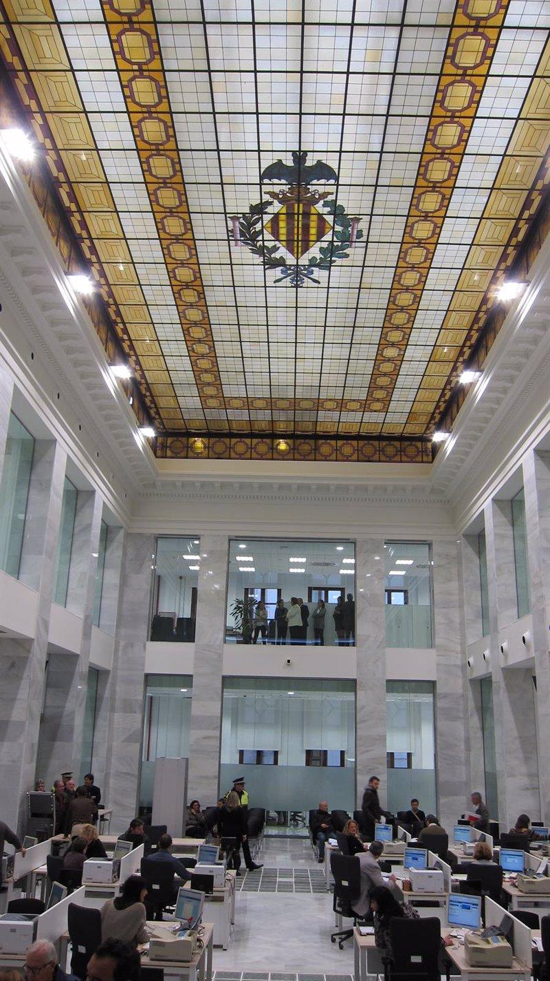 Valencia el patio de cristales abre sus puertas como for Oficina de gestion tributaria
