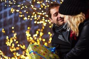 Foto: ¿Cuánto gastamos en el regalo de Navidad de nuestra pareja? (CORDON PRESS )