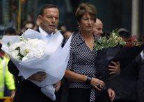 Tony Abbott deposita flores por víctimas del secuestro