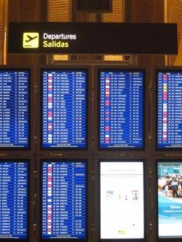 Foto: Los canarios que quieran 'volver a casa por Navidad' pueden llegar a pagar hasta 568 euros (EUROPA PRESS)