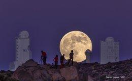 Foto: El 'Wall Street Journal' incluye una imagen de la Superluna desde el Teide entre las mejores de 2014 (DANIEL LOPEZ)