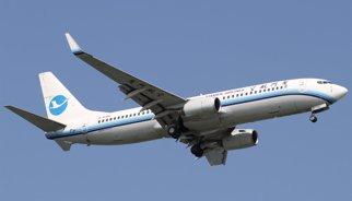 """Un pasajero chino abre la puerta de un avión para """"tomar aire fresco"""""""