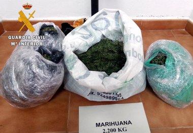 Foto: Tres detenidos con más de dos kilos de marihuana en su vehículo (GUARDIA CIVIL)