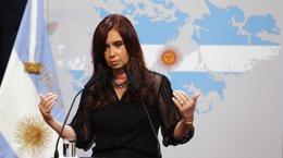 Foto: Fernández pide a Reino Unido que siga el ejemplo de EEUU con Cuba y se siente a negociar por Malvinas (REUTERS)