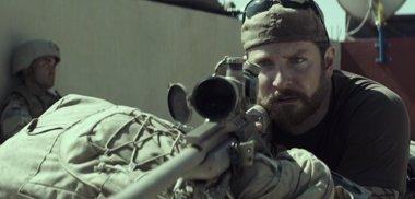Foto: Bradley Cooper se descompone en el nuevo tráiler de American Sniper (WARNER BROS.)