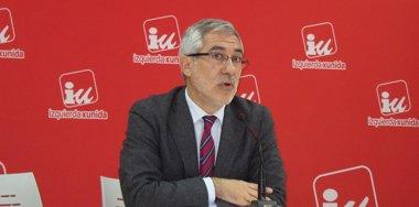 Foto: Llamazares presenta por escrito su intención de presentarse a la primarias en Asturias (EUROPA PRESS)