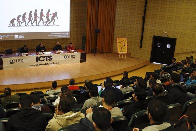 Foto: Un total de 150 participantes asisten en la UPO al 'International Congress on Team Sports'