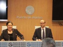 La presidenta del puerto, Manuela de Paz, junto a Pedro García.
