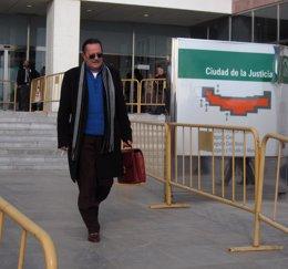 Foto: Julián Muñoz, atendido en el hospital (EUROPA PRESS/ARCHIVO)