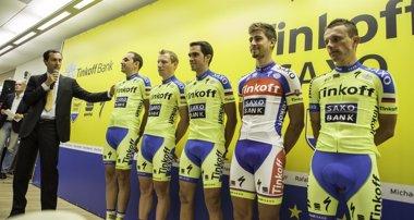 Foto: El Tinkoff-Saxo de Alberto Contador presenta su equipación para el 2015 (YURIISERGEEV.RU - PHOTOGRAPHER & DIRECTOR OF PHOTO)