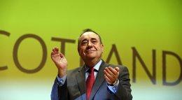 """Foto: Salmond defiende una """"revuelta campesina"""" para acabar con la Cámara de los Lores (CATHAL MCNAUGHTON / REUTERS)"""
