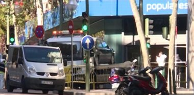 Foto: Prisión provisional para el detenido por estrellar su vehículo contra la sede del PP (EUROPAPRESS)