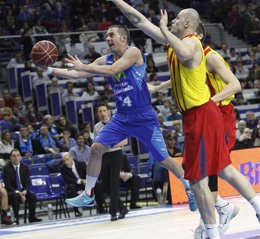 Foto: El efecto colegial puede con un apático Barça (ACB MEDIA)
